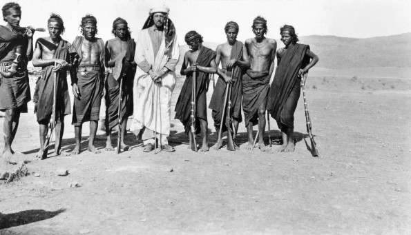picture of the first expedition in Rub al-Khali taken in 1930 by Betram Thomas himself